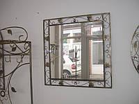 Кованое зеркало квадратное маленькое.