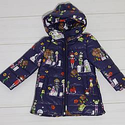 Куртка демисезонная для  девочки (рисунок Куклы),бант (размер 104-110)