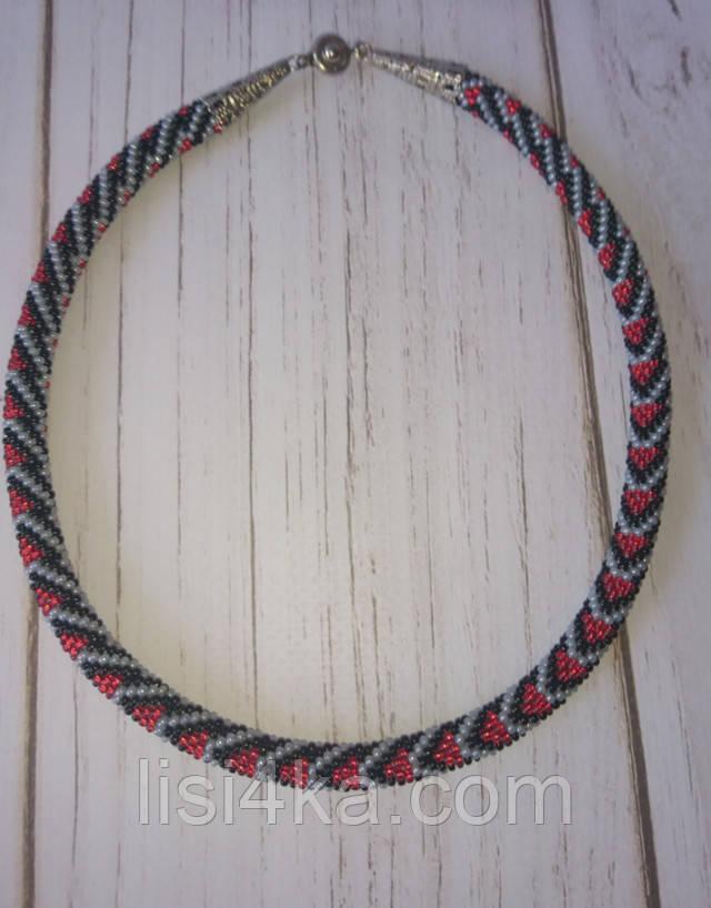 В'язаний з бісеру візерунковий джгут кольє з чорно-сіро-червоним візерунком