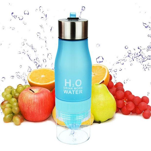 Бутылка для воды и напитков H2O Water Bottle с соковыжималкой для цитрусовых 650 мл Голубой