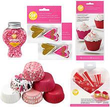 Wilton Набор для украшения капкейков День Святого Валентина Valentine's Day Glitter Cupcake Decorating Kit