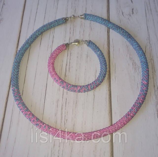 Вязаный из бисера узорный жгут с переходом цветов