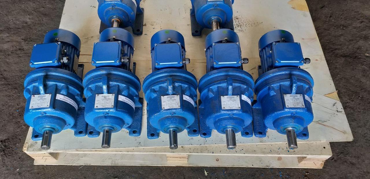 Мотор-редуктор 4МП25-280 с 1,5 квт 1500 об.мин АИР80В4 220/380 в