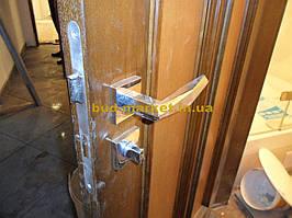 Установка межкомнатных дверей с витражными стеклами + подрезка и монтаж плинтусов 18