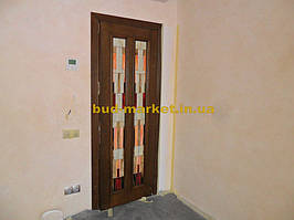Установка межкомнатных дверей с витражными стеклами + подрезка и монтаж плинтусов 21