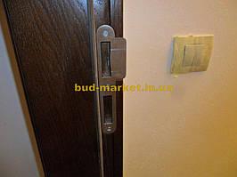 Установка межкомнатных дверей с витражными стеклами + подрезка и монтаж плинтусов 24