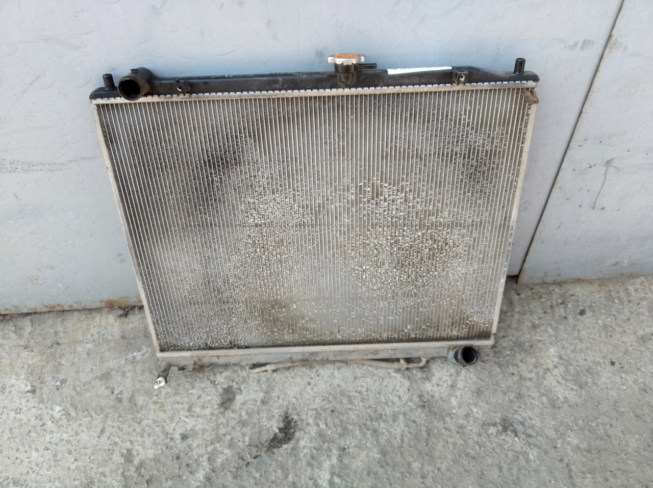 Радиатор охлаждения двигателя MN135949 57084 Pajero Wagon 4 Mitsubishi