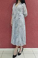 Нарядное шифоновое платье-миди на запах, с юбкой плиссе, бело-серое, на свадьбу, на выпускной, офисное деловое