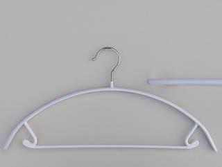 Плечики вешалки тремпеля металлический в силиконовом покрытии белого цвета, длина 42  см
