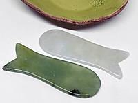 Скребок гуаша из нефрита Рыбка