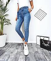 Женские стильные укороченые джинсы МОМ с потертостями, фото 1