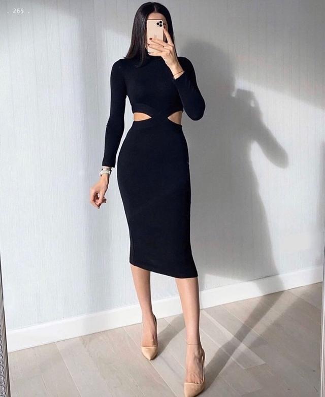 Жіноче плаття в міді з відкритою талією