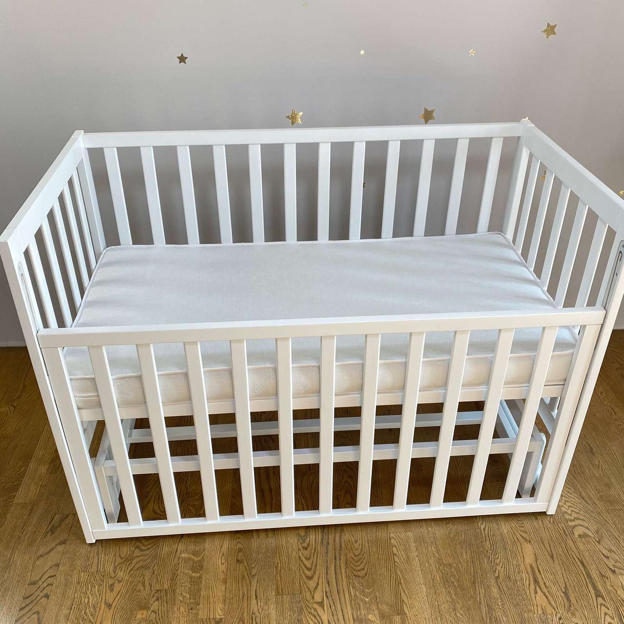 Детская деревянная кроватка маятник . Цвет-белый