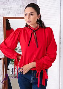Яркая женская блуза прямая с завязками красная