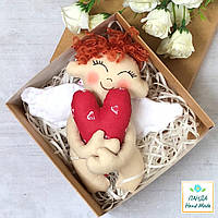 """Игрушка-подвеска ручной работы  """"Ангелочек с сердечком"""" в крафт-коробке, фото 1"""