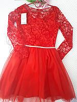Очень красивое платье для девочки, цвет красный   на 140 см.