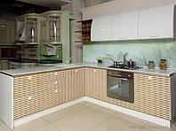 Кухни с фасадами из крашеного МДФ +шпон