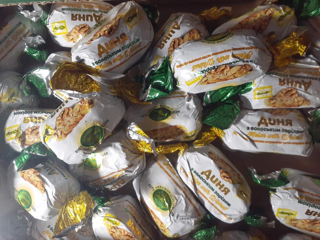 Дыня с грецким орехом в шоколаде  1 кг