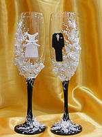 """Свадебные бокалы """"Жених и Невест"""" на черной ножки."""