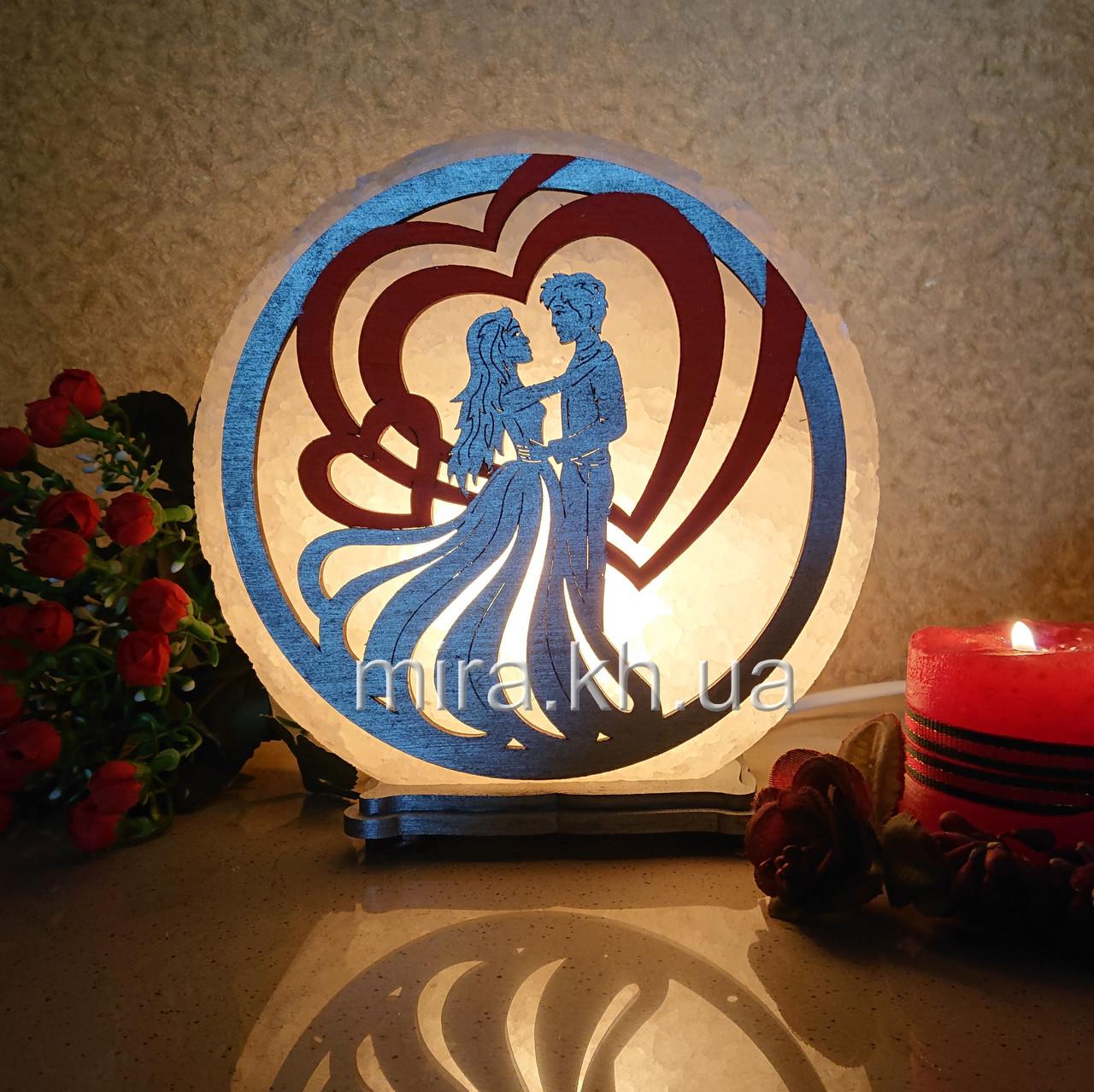 Соляной светильник круглый Пара в сердце цветная