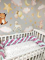 Бортик коса в детскую кроватку на четыре плетения, белая + корона