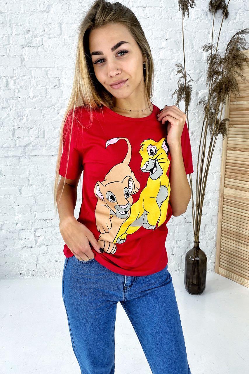 Удобная футболка с ярким принтом Симба и Нала TITUS - красный цвет, M (есть размеры)