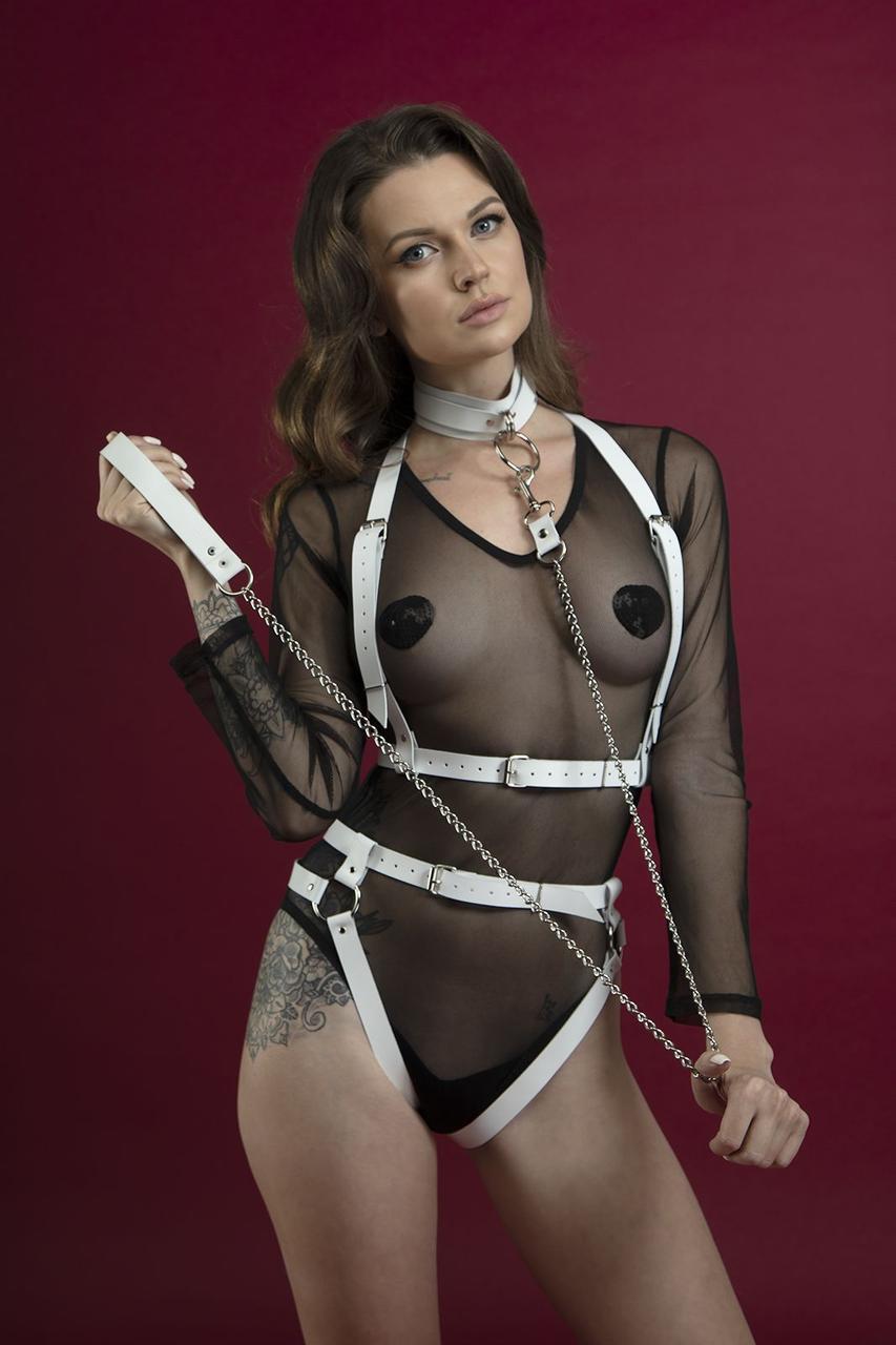 Поводок Feral Feelings - Chain Leash белый, металлическая цепь с кожаной петлей и карабином