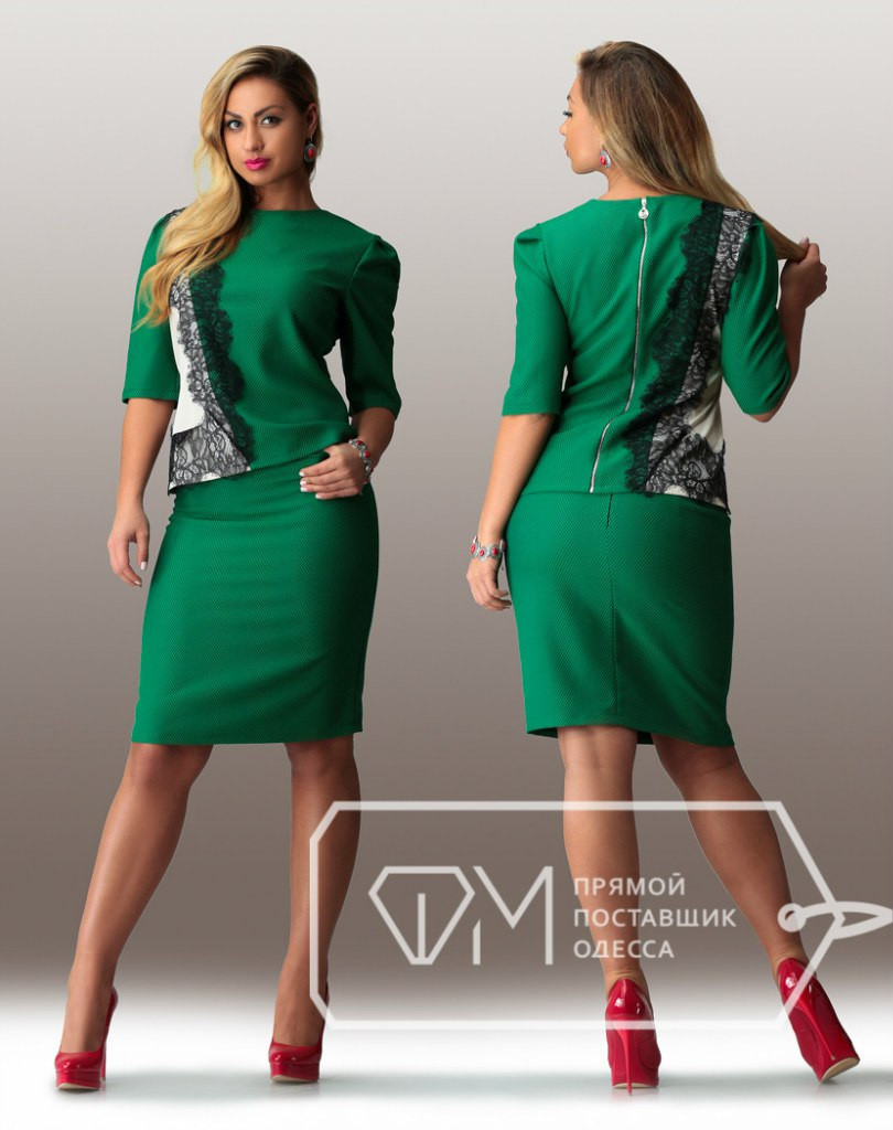 Батальное женское платье с кружевом и змейкой на спине