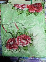 Двуспальное постельное белье на салатовом красные цветы