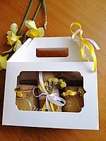 Медовий подарунок в білій коробці 400 мл (560 г)