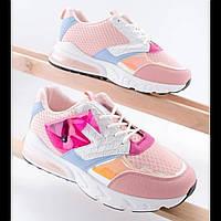 Красивые розовые женские кроссовки на шнуровке