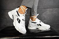 Кроссовки женские белого цвета с черными вставками