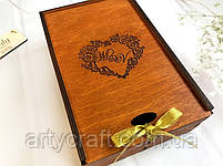 """Деревянная коробка для свадебных бокалов с гравировкой """"Сердце"""" Ореховое дерево, фото 2"""