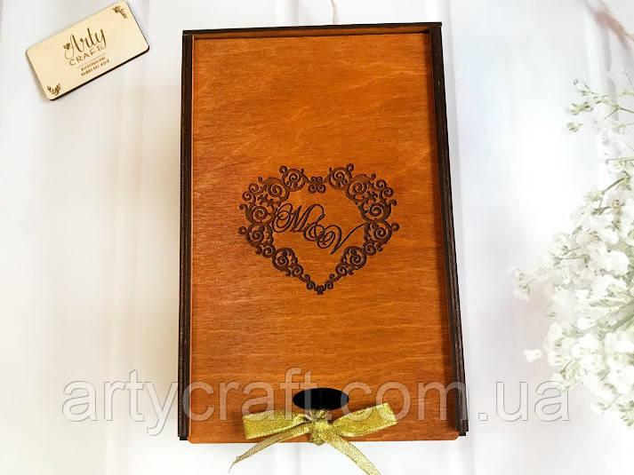 """Деревянная коробка для свадебных бокалов с гравировкой """"Сердце"""" Ореховое дерево"""