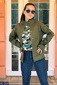 Женская куртка с ворсистой отделкой двойные карманы по бокам, приспущеный рукав, воротник стойка. Размер:50-52