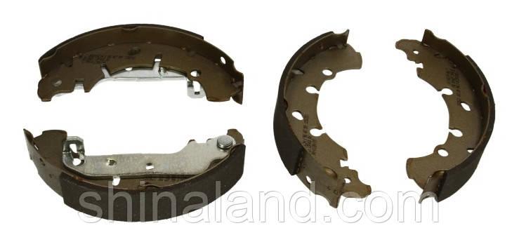 Тормозные колодки барабанные FORD, MAZDA задние (Bosch) OE 1106633