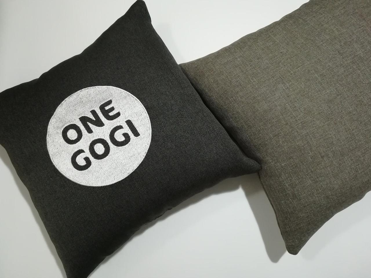 Подушка с вышивкой вашего логотипа