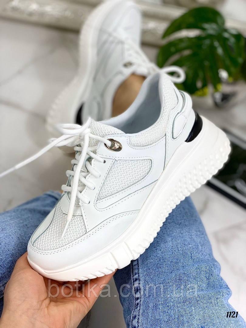 Стильные белые женские кроссовки