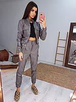 Трендовый костюм из эко-кожи с карманами серого цвета