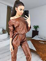 Стильный костюм из эко-кожи в коричневом цвете