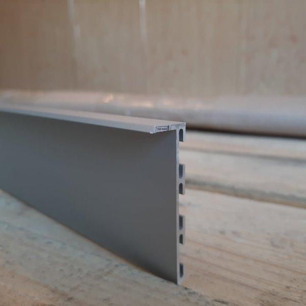 Алюминиевый плинтус скрытого монтажа 53мм Анод