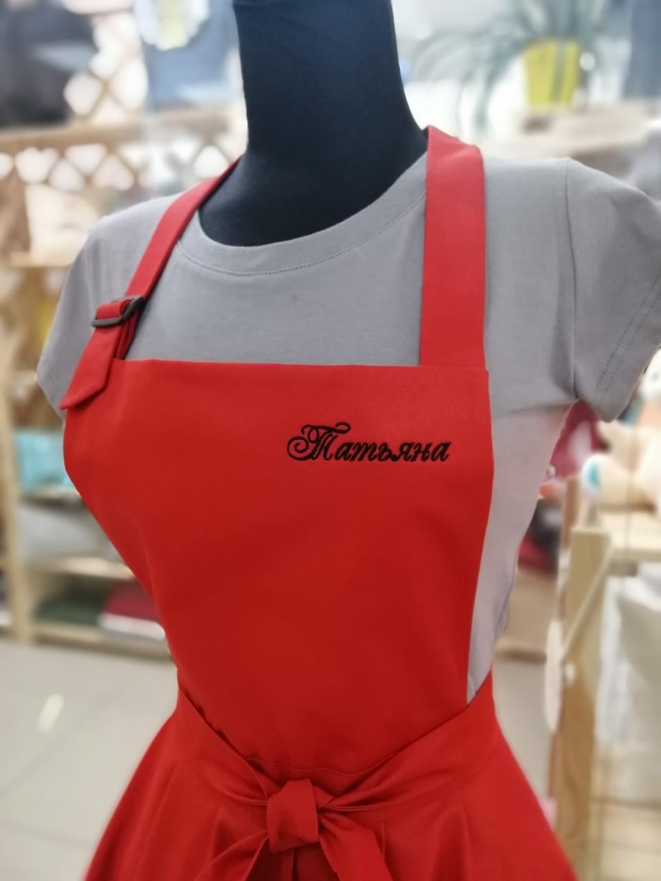 Фартук-сарафан с вышивкой имени \ логотипа \ текста красный