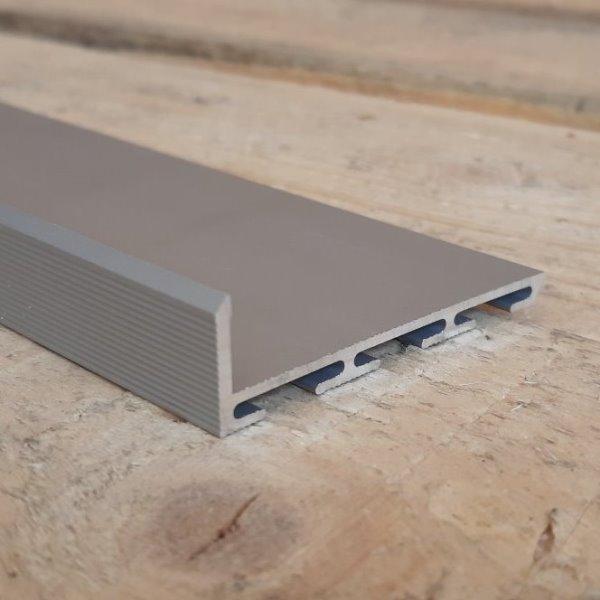 Алюминиевый плинтус скрытого монтажа 53мм Без покрытия