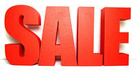 Оформление витрины буквами SALE, распродажа
