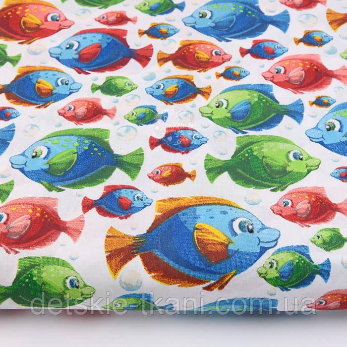 """Лоскут ткани """"Аквариумные рыбки разных цветов"""" на белом (№2228), размер 26*160 см"""