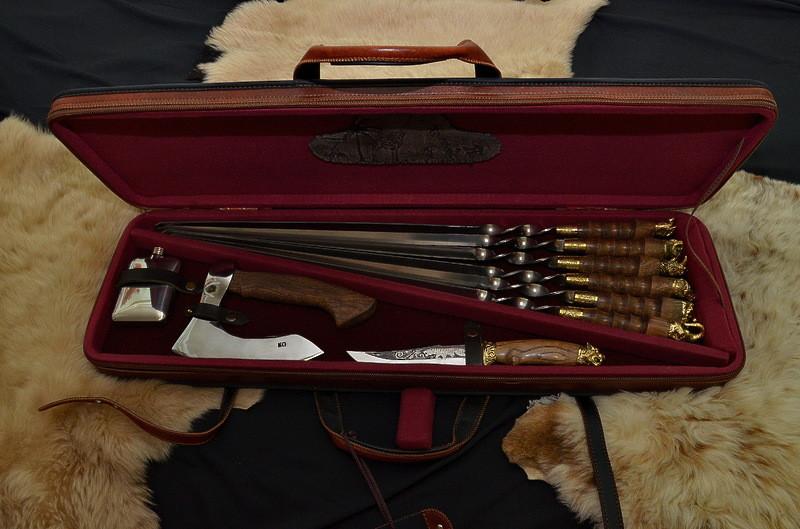 """Лучший подарочный набор для мужчины с шампурами, ножом, топором, флягой """"Сафари XXL"""", в кейсе из эко-кожи"""