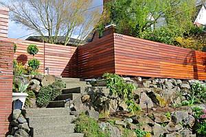 Сплошной декоративный забор для дачи LNK