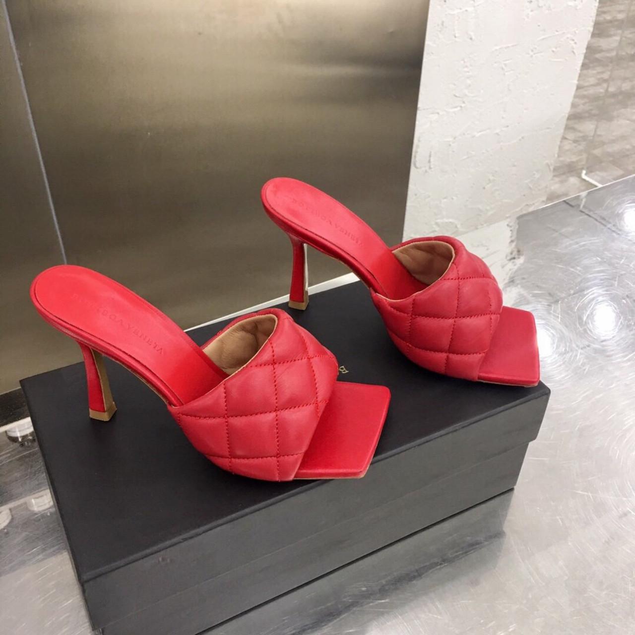Кожаные шлепки, сандали Боттега на каблуке