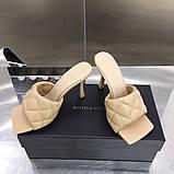 Шкіряні шльопанці, сандалі Боттега на підборах, фото 5