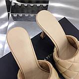 Шкіряні шльопанці, сандалі Боттега на підборах, фото 7
